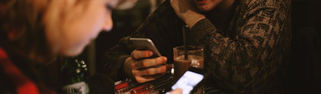 Junge Smartphone Nutzer in Deutschland